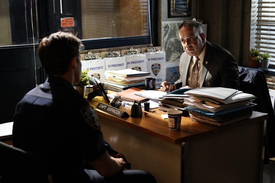 Jamie Reagan (Will Estes, l.); Robert Espinoza (Luis Antonio Ramos, r.) - Bildquelle: John Paul Filo 2018 CBS Broadcasting, Inc. All Rights Reserved. / John Paul Filo
