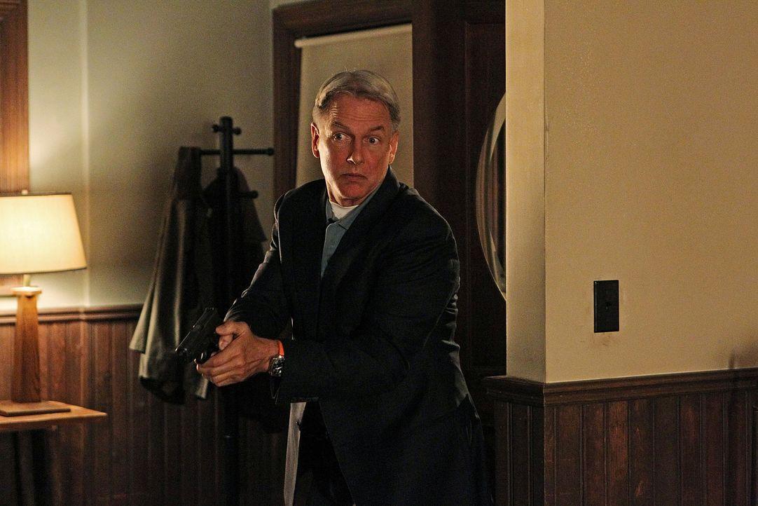 Paloma und Alejandro wollen Rache für ihren Vater nehmen und deswegen soll Gibbs (Mark Harmon) Vater Jackson sterben ... - Bildquelle: CBS Television