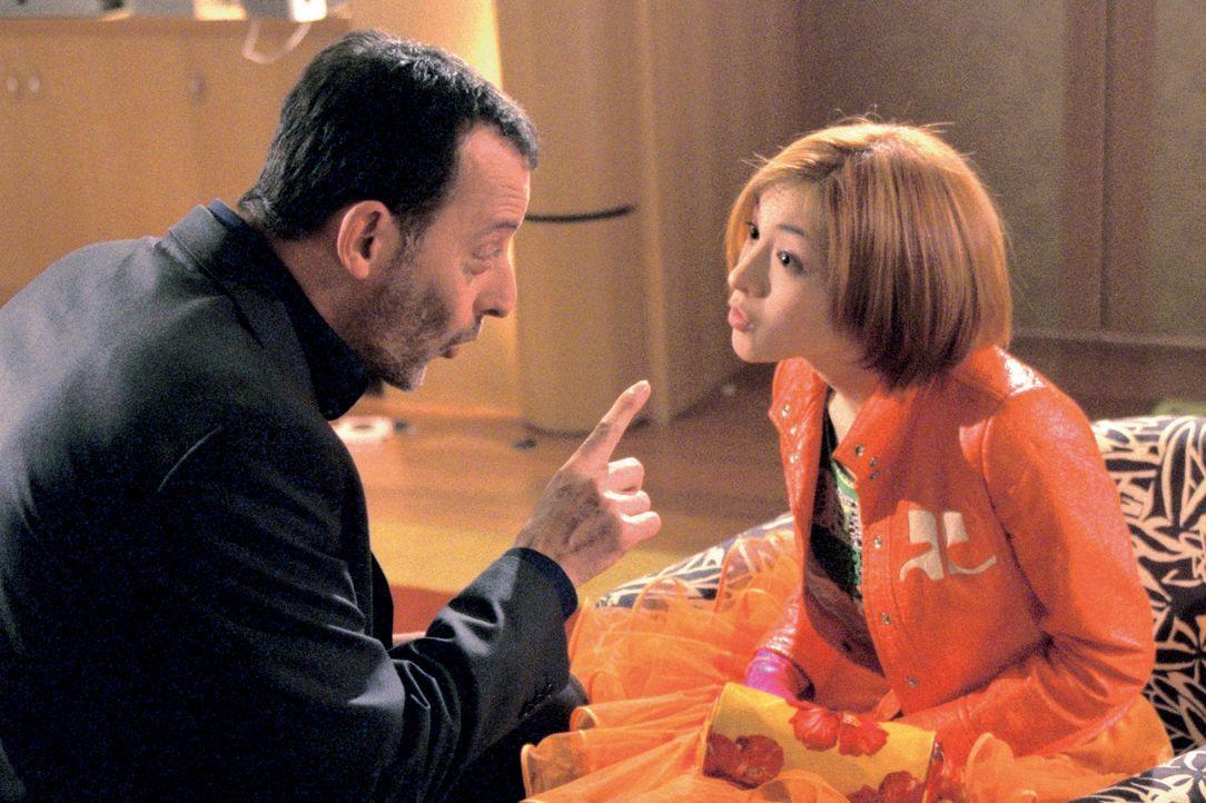 Wenn der Vater (Jean Reno, l.) mit der Tochter (Ryoko Hirosue, r.) ... - Bildquelle: SONY PICTURES TELEVISION INTERNATIONAL