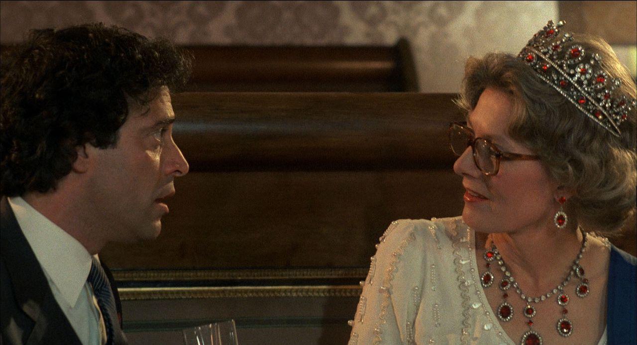 Eduardo (Enrico Montesano, l.); Queen (Vanessa Redgrave, r.) - Bildquelle: 1983 Cecchi Gori Group. All Rights Reserved.