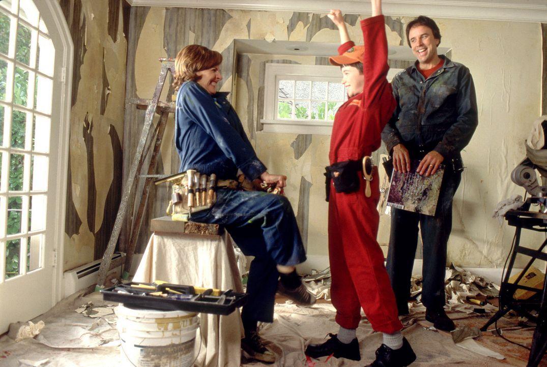 Endlich sind seine Eltern (Molly Shannon, l. und Kevin Nealon, r.) einverstanden! Überglücklich sucht sich Owen (Liam Aiken, M.) im Tierheim einen... - Bildquelle: Metro-Goldwyn-Mayer Studios Inc. All Rights Reserved.