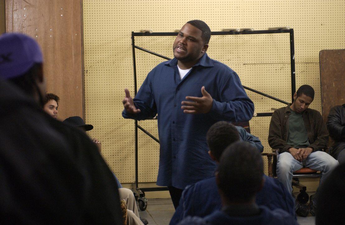 Antwon Mitchell (Anthony Anderson, M.), ein ehemaliger Dealer und Gewaltverbrecher, predigt seinen schwarzen Brüdern, sich zu bessern und sich nich... - Bildquelle: 2005 Twentieth Century Fox Film Corporation. All Rights Reserved.