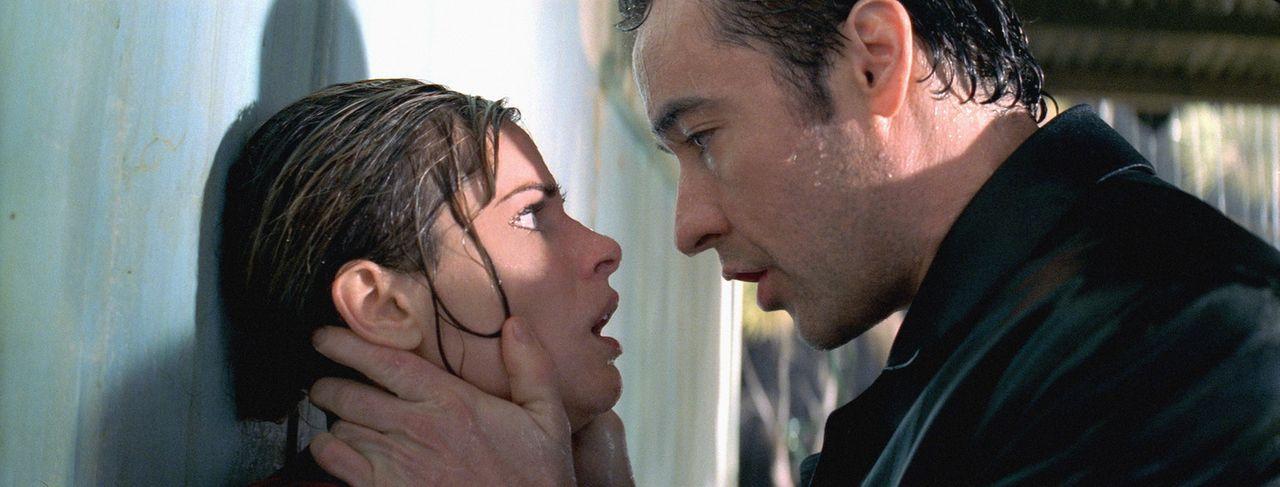Für Ed (John Cusack, r.) kommt nach wie vor jeder als Täter in Frage. Hat am Ende Paris (Amanda Peet, l.) etwas mit den grausamen Morden im Motel... - Bildquelle: 2003 Sony Pictures Television International. All Rights Reserved.