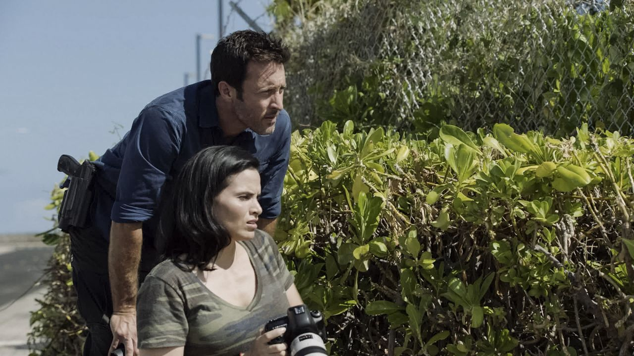 Quinn Liu (Katrina Law, l.); Steve McGarrett (Alex O'Loughlin, r.) - Bildquelle: 2019 CBS Broadcasting, Inc. All Rights Reserved.