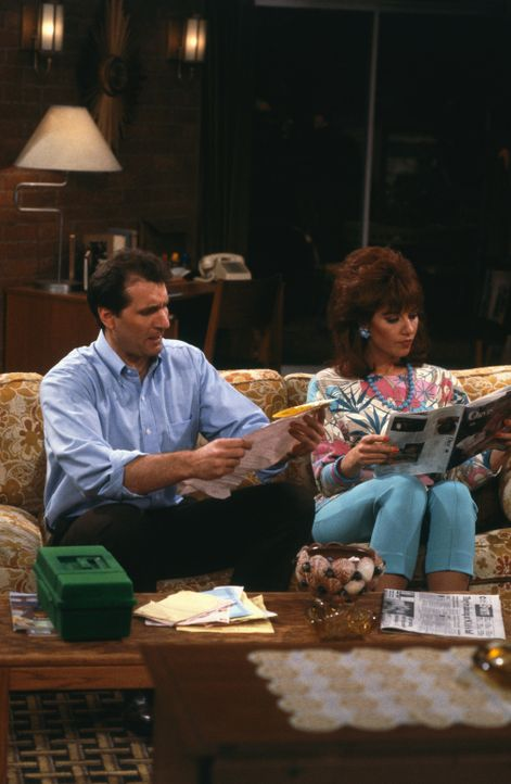 Schuhverkäufer El Bundy (Ed O'Neill, l.) und seine Ehefrau Peggy Bundy (Katey Sagal, r.) ... - Bildquelle: 1987 Embassy Communications. All Rights Reserved.