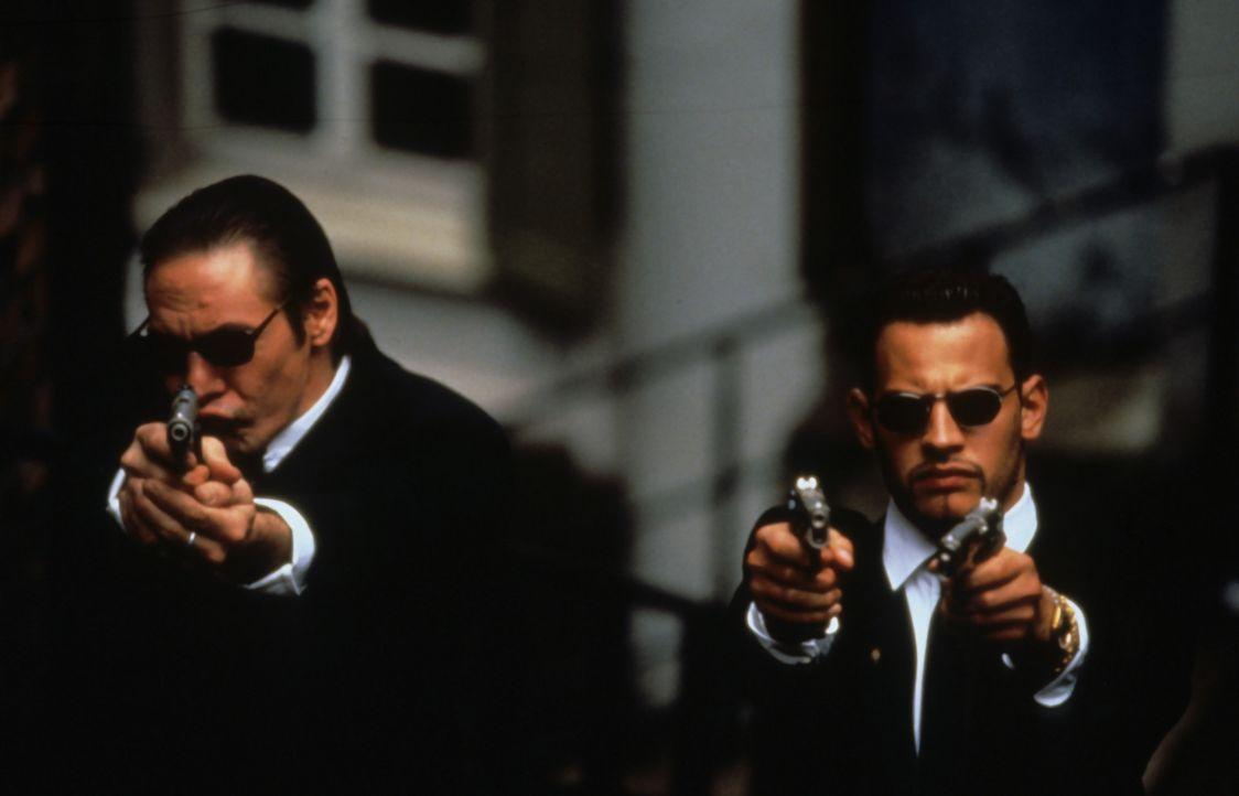 Unglücklicherweise befindet sich in dem Mercedes-Coupé, 1 Million Mark - und die waren gerade auf dem Weg zum Gangster-Boss Curtiz. Bald sitzen di... - Bildquelle: Buena Vista International