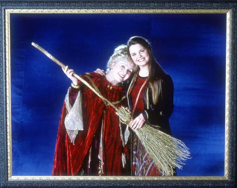 Gemeinsam sind sie unschlagbar: Marnie (Kimberly J. Brown, r.) und ihre Großmutter Aggie (Debbie Reynolds, l.) ... - Bildquelle: DISNEY