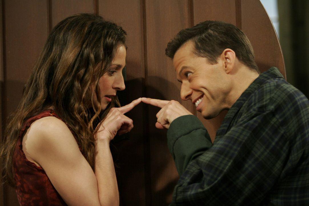 Lassen ihre Liebe neu aufleben: Alan (Jon Cryer, r.) und Judith (Marin Hinkle, l.) ... - Bildquelle: Warner Brothers Entertainment Inc.
