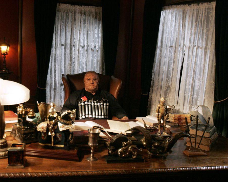 Als Randall Garner (Charley Rossman) feststellt, dass ihn niemand retten kann, sprengt er sich in die Luft ... - Bildquelle: Touchstone Television
