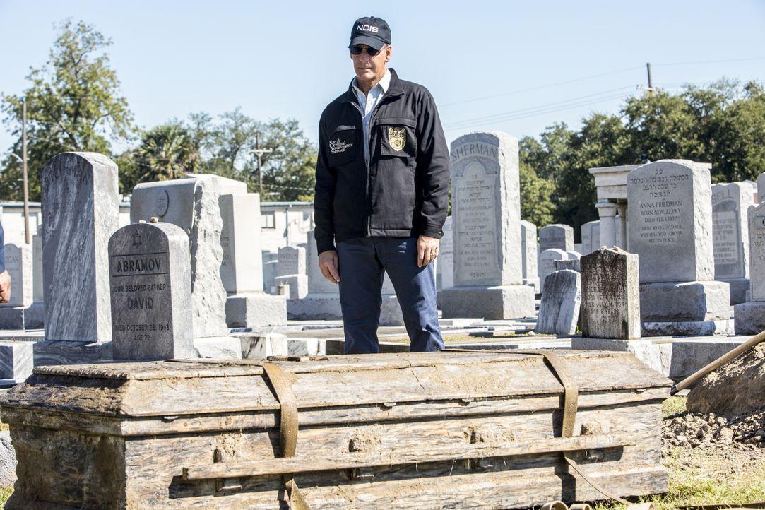Pride (Scott Bakula) und sein Team öffnen einen alten, ungeklärten Fall, nachdem eine Waffe gefunden wurde, die einem vor 40 Jahren ermordeten Stabs... - Bildquelle: 2014 CBS Broadcasting Inc. All Rights Reserved.
