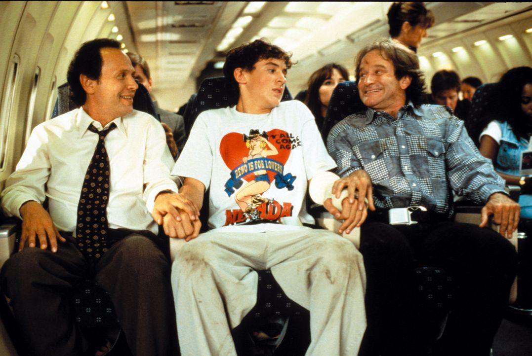 Scott (Charlie Hofheimer, M.) versteht die Welt nicht mehr, als Dale Putley (Robin Williams, r.) und Jack Lawrence (Billy Crystal, l.) auftauchen un... - Bildquelle: Warner Bros. Television