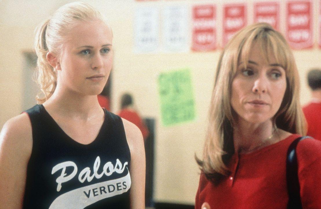 Obwohl Heidi (Annie McElwain, l.) eher Ambitionen als Schauspielerin hegt, steckt sie ihre Mutter (Mackenzie Phillips, r.) in eine Highschool mit Sc... - Bildquelle: Walt Disney Television