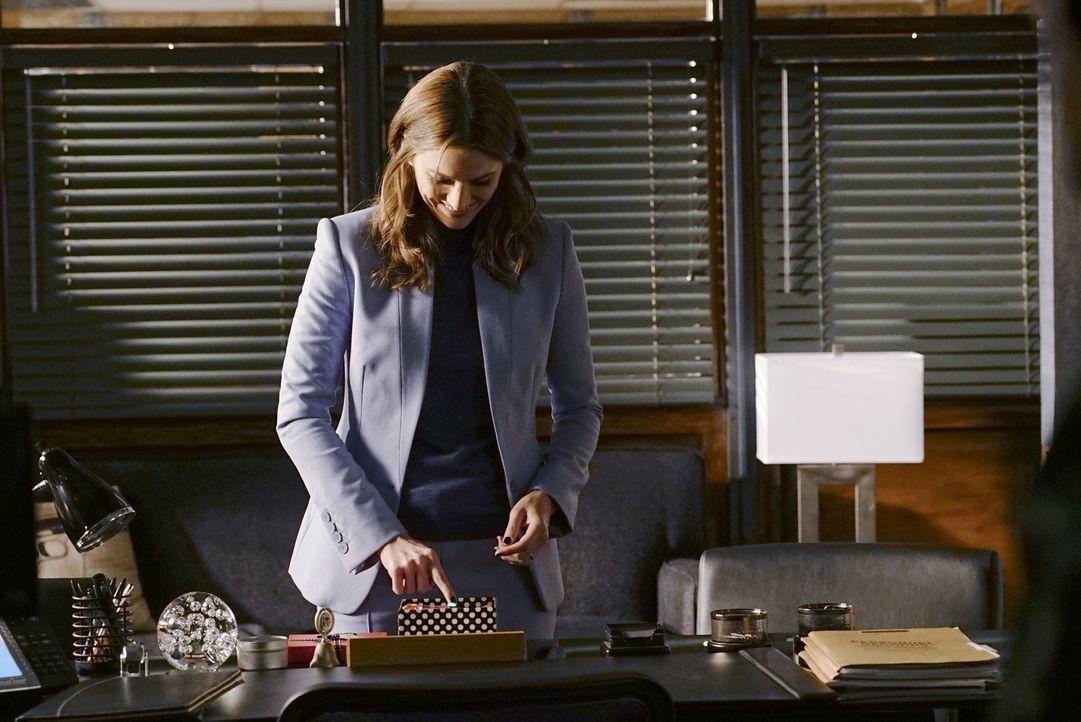 Lässt Beckett (Stana Katic) sich auf Castles Versöhnungsversuche ein oder weist sie ihn wieder ab? - Bildquelle: Richard Cartwright 2015 American Broadcasting Companies, Inc. All rights reserved.