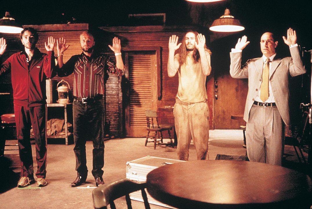 Eines Tages muss der arrogante Bandenchef Arthur Herk (Stanley Tucci,l.) erleben, dass er sich gemeinsam mit dubiosen Kriminellen und einem obdachlo... - Bildquelle: Touchstone Pictures