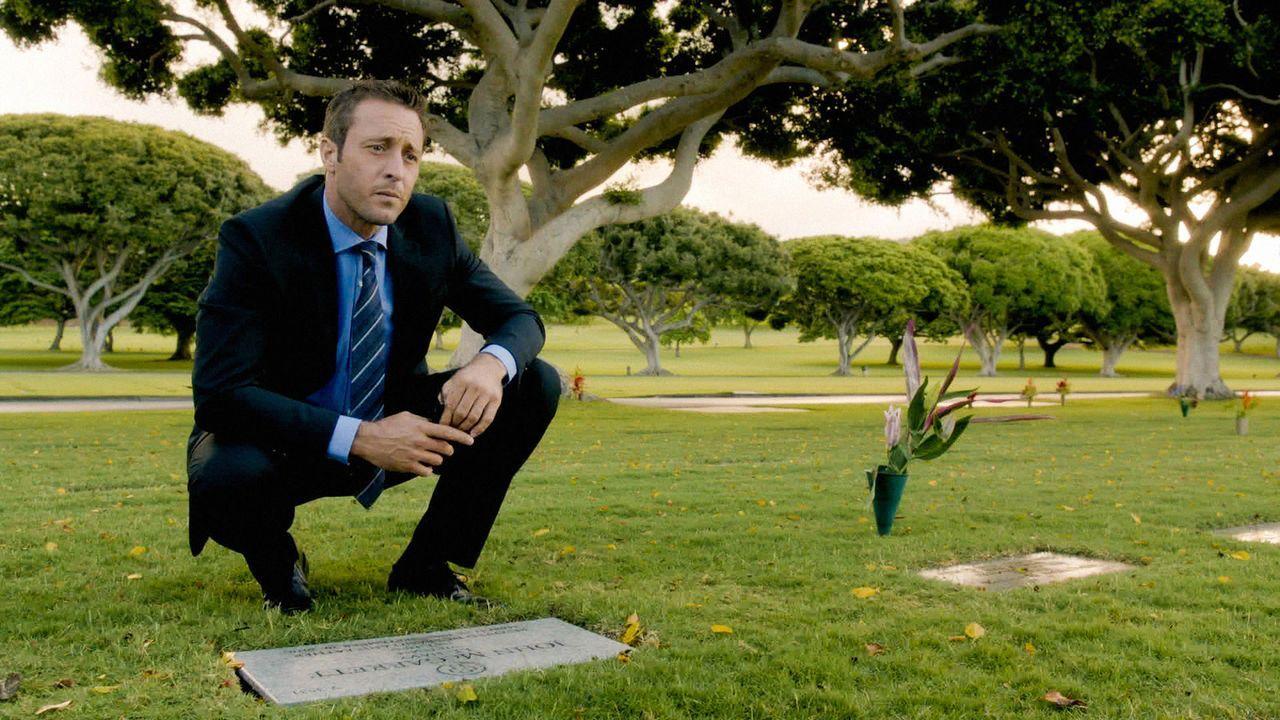 Steve (Alex O'Loughlin) beschäftigt sich mit dem letzten ungelösten Fall seines Vaters ... - Bildquelle: 2014 CBS Broadcasting Inc. All Rights Reserved.