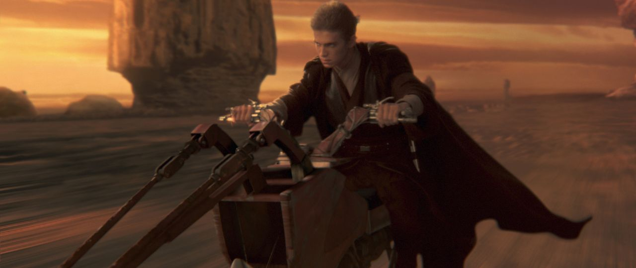 Um die von einem Attentat bedrohte Senatorin Amidala zu beschützen, wird Jedi-Schüler Anakin Skywalker (Hayden Christensen) ihr als Leibwächter zur... - Bildquelle: Lucasfilm Ltd. & TM. All Rights Reserved.