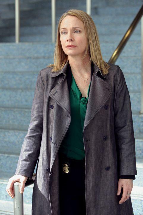FBI-Agent Diane Yates (Susanna Thompson) fordert von Stillman Hilfe bei den Ermittlungen zu einer Serie von Todesopfern, die jeweils durch einen ein... - Bildquelle: Warner Bros. Television
