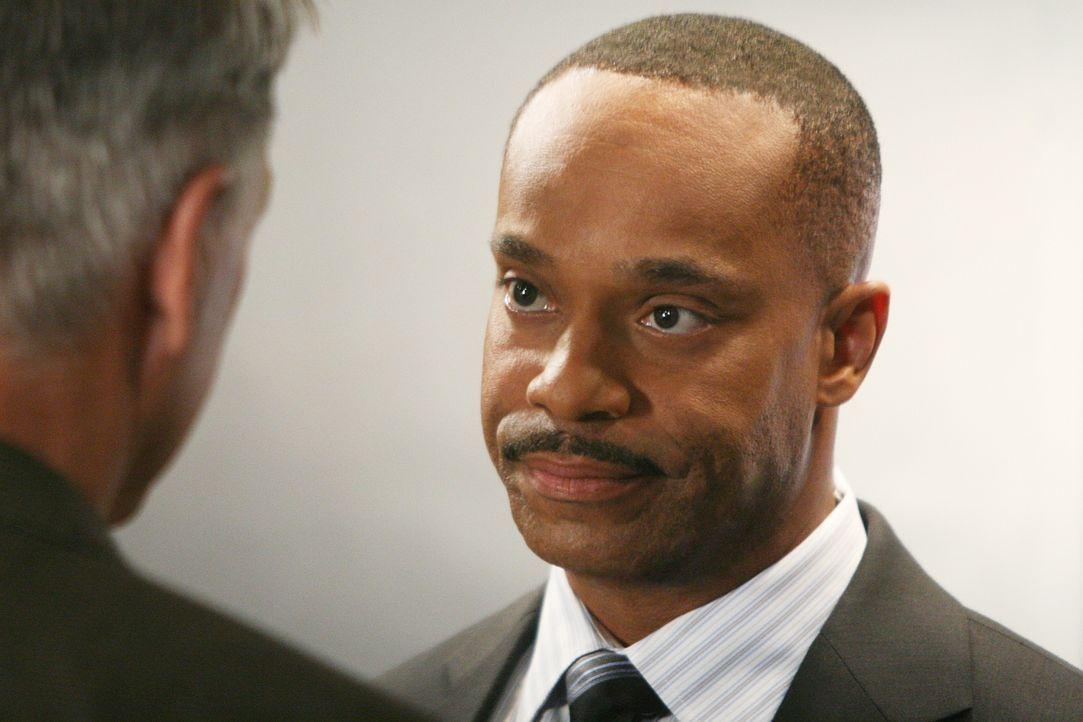 Da Direktor Shepard vom Dienst suspendiert wurde, übernimmt der  stellvertretende Direktor des NCIS, Leon Vance (Rocky Carroll), solange ihre Aufgab... - Bildquelle: CBS Television