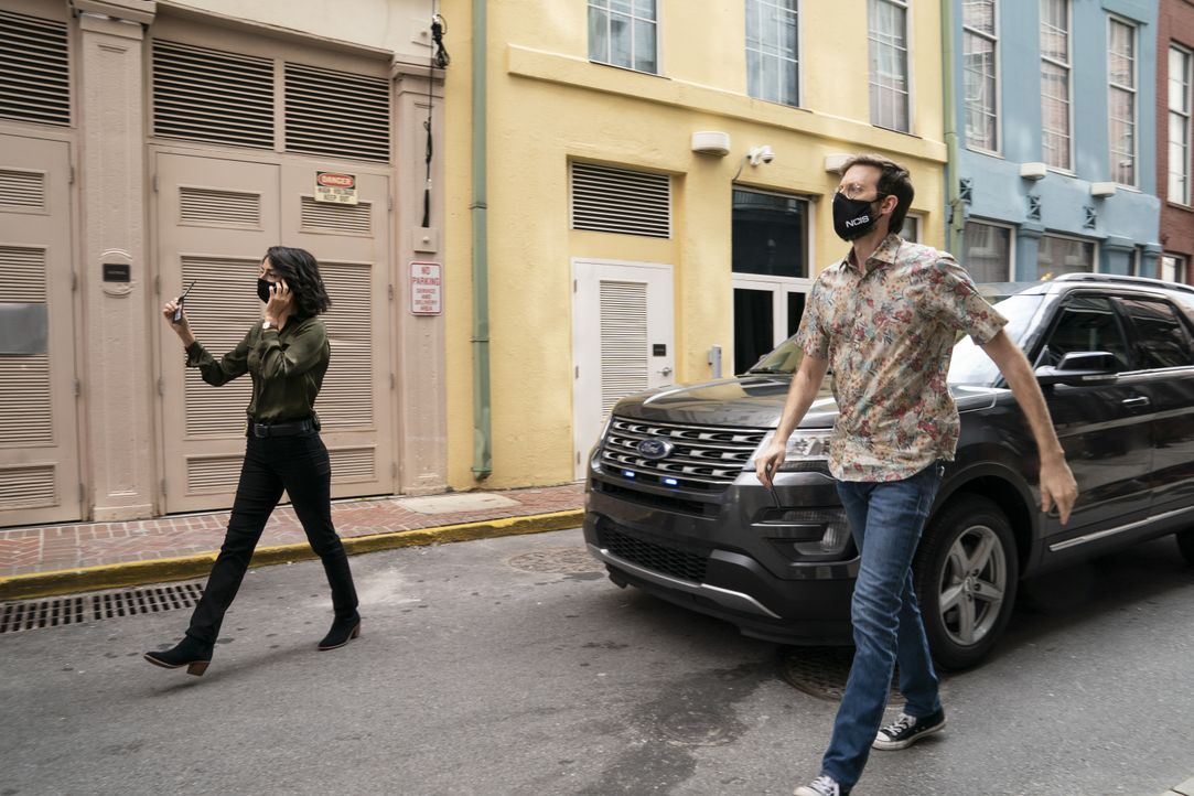 Hannah Khoury (Necar Zadegan, l.); Sebastian Lund (Rob Kerkovich, r.) - Bildquelle: Sam Lothridge 2020 CBS Broadcasting, Inc. All Rights Reserved / Sam Lothridge