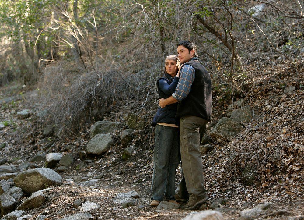 Die kleine Becca ist von zuhause weggelaufen, weil sie wie Melinda (Jennifer Love Hewitt, l.) Geister sieht. Jim (David Conrad, r.) und Melinda mach... - Bildquelle: ABC Studios