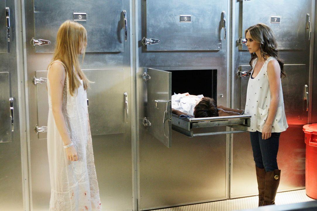 Kann Melinda (Jennifer Love Hewitt, r.) den Geist von Amber (Zoe Boyle, l.) endlich dazu bringen, ins Licht zu gehen? - Bildquelle: ABC Studios