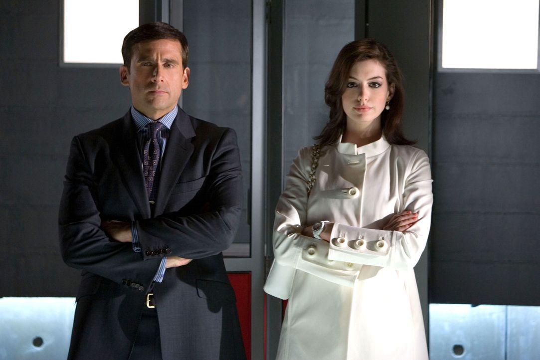 Als das Hauptquartier der geheimen Spionage-Agentur CONTROL angegriffen wird und die Identität der Agenten bekannt wird, sieht sich der Chef genötig... - Bildquelle: Warner Brothers