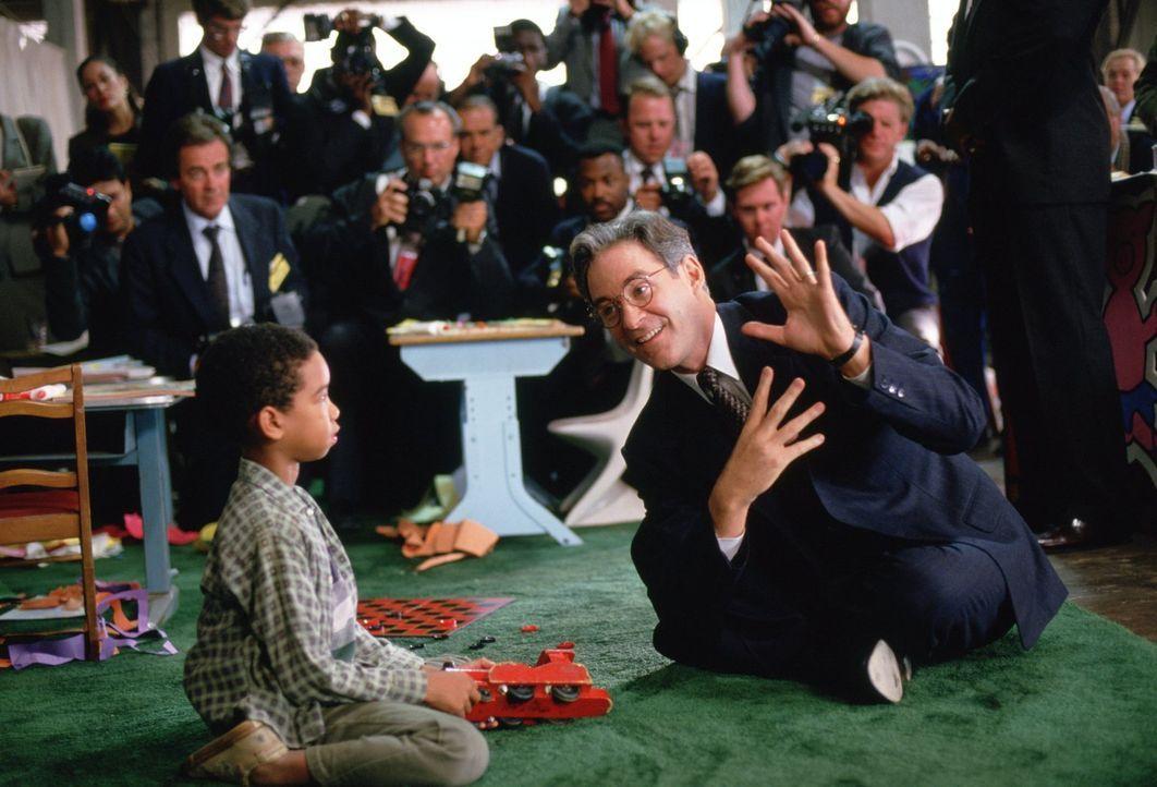 Als der US-Präsident nach einem Schlaganfall ins Koma fällt, wittert Stabschef Alexander die Chance, seine eigenen Machtpläne durchzusetzen. Er vert... - Bildquelle: Warner Brothers