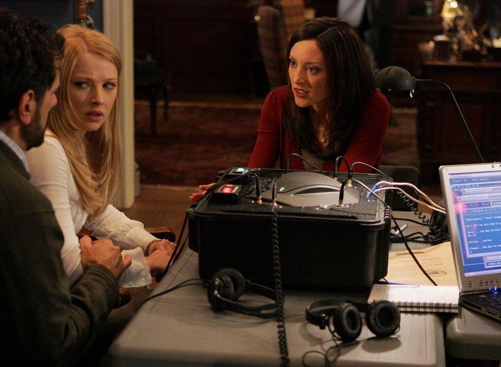 Elle Greenway (Lola Glaudini, r.) versucht von Cheryl (Elizabeth Harnois, M.) und Evan Davenport (Robin Thomas, l.) etwas über Trish zu erfahren, d... - Bildquelle: Touchstone Television