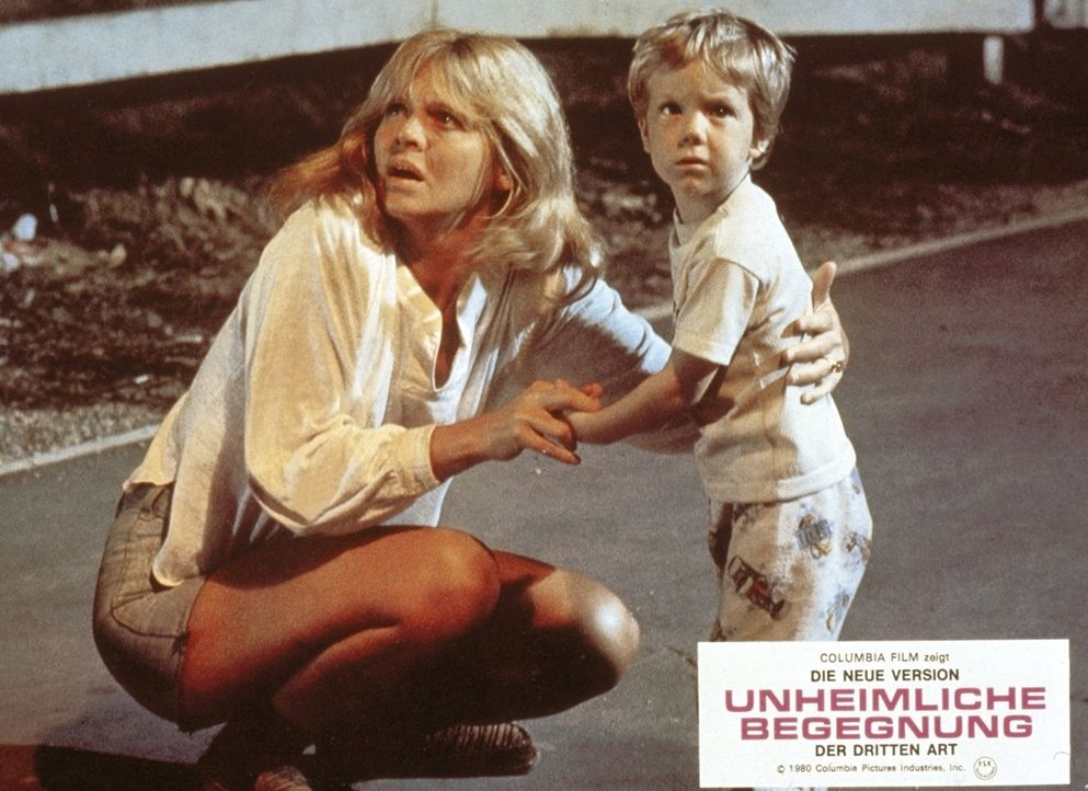 Auch die Malerin Jillian Guiler (Melinda Dillon, l.) und ihr Sohn Barry (Cary Guffey, r.) fühlen sich auf unerklärliche Weise zu dem Tafelberg in... - Bildquelle: Columbia Pictures