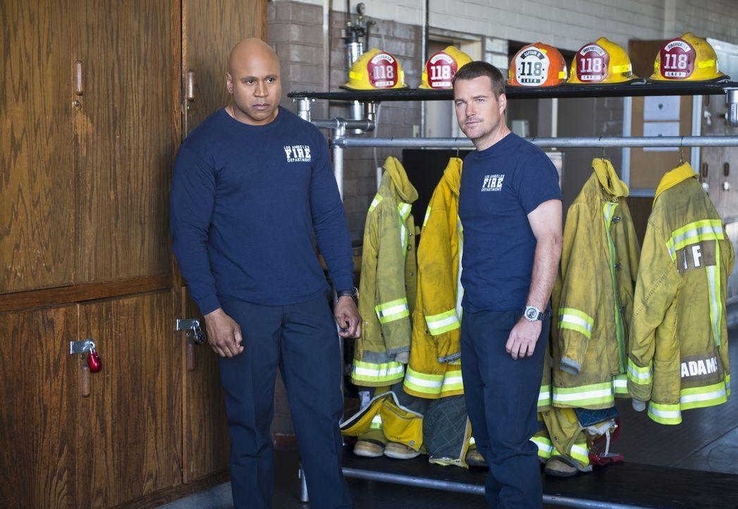 Bei ihrem neuen Fall müssen sich Sam (LL Cool J, l.) und Callen (Chris O'Donnell, r.) auf eine Undercover-Mission begeben, bei der sie sich als Feue... - Bildquelle: Neil Jacobs 2016 CBS Broadcasting, Inc. All Rights Reserved.