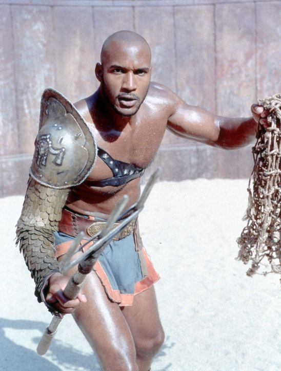 Eines Tages muss Spartacus gegen den Äthiopier Draba (Henry Simmons) antreten. Als er schon besiegt scheint, weigert sich Draba jedoch, Spartacus z... - Bildquelle: USA Network Pictures
