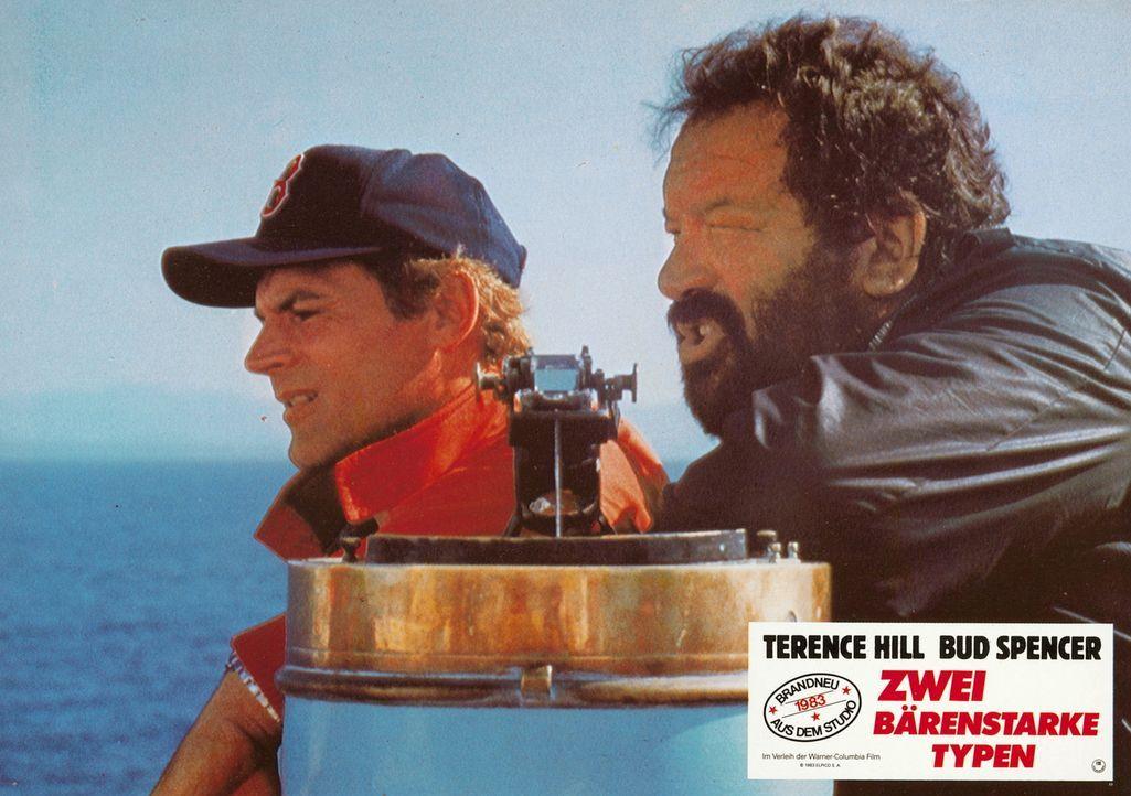 Durch eine Verwechslung schlüpfen die zwei Kleinganoven Roscoe (Terence Hill, l.) und Doug (Bud Spencer, r.) in die Rolle von CIA-Agenten und müss... - Bildquelle: Warner Brothers