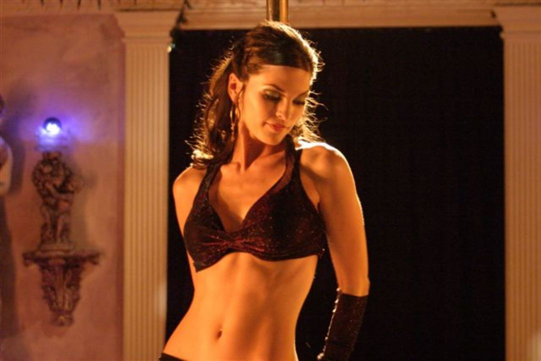Eines Tages verliebt sich Lance in die Ex-Freundin eines Kunden: Stripperin Sophia (Alana De La Garza) verdreht Mr. Fix It gehörig den Kopf ... - Bildquelle: First Look International