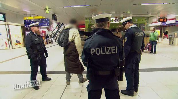 Achtung Kontrolle - Achtung Kontrolle! - Thema U.a.:streit Zwischen Obdachlosen - Bundespolizei Düsseldorf