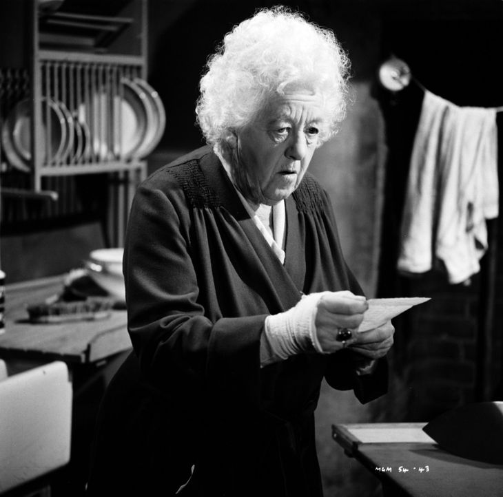 Verhindert als Geschworene bei Gericht die Verurteilung eines Mannes, der scheinbar zu Unrecht des Mordes angeklagt wurde: Miss Marple (Margaret Rut... - Bildquelle: Warner Brothers