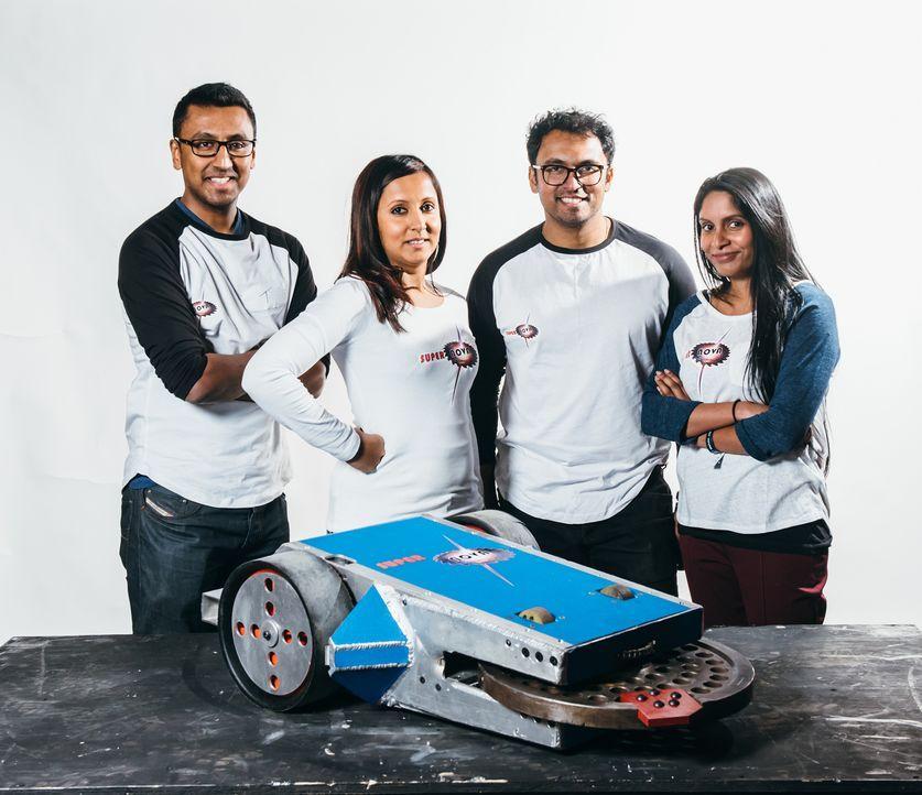 Sie wollen mit ihrem selbst gebauten Roboter weit kommen: Team Supernova. Wird er die Runden in der Kampfarena unbeschadet überstehen? - Bildquelle: Andrew Rae