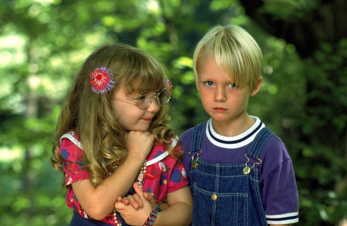 Margaret Wade (Amy Sakasitz, l.); Dennis Mitchell (Mason Gamble, r.) - Bildquelle: 1993 Warner Bros. Entertainment Inc. All Rights Reserved.