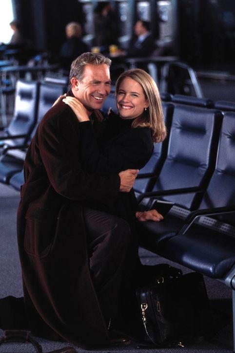 Alles begann in New York, als er Jane (Kelly Preston, r.) zum ersten Mal auf einer Straße traf, wo sie mit ihrem Auto liegengeblieben war. Billy (K... - Bildquelle: 1999 Universal Studios. All Rights Reserved.