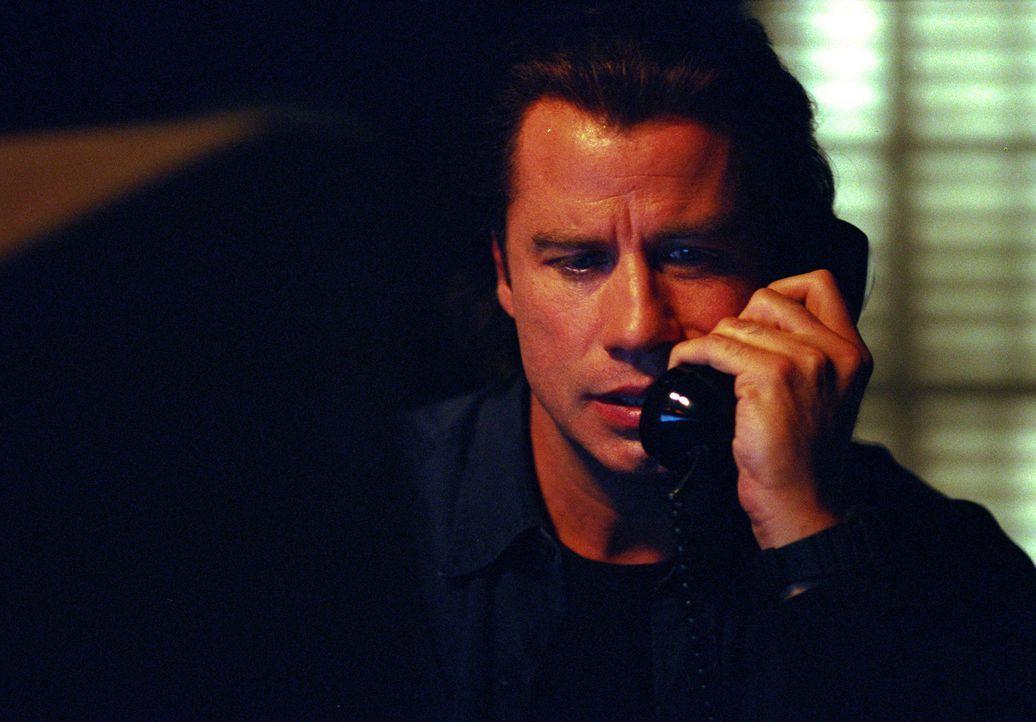 Nur Dannys leiblicher Vater, der Bootsbauer Frank Morrison (John Travolta) erkennt, welche schleichende Gefahr von dem zukünftigen Stiefvater seine... - Bildquelle: Paramount Pictures