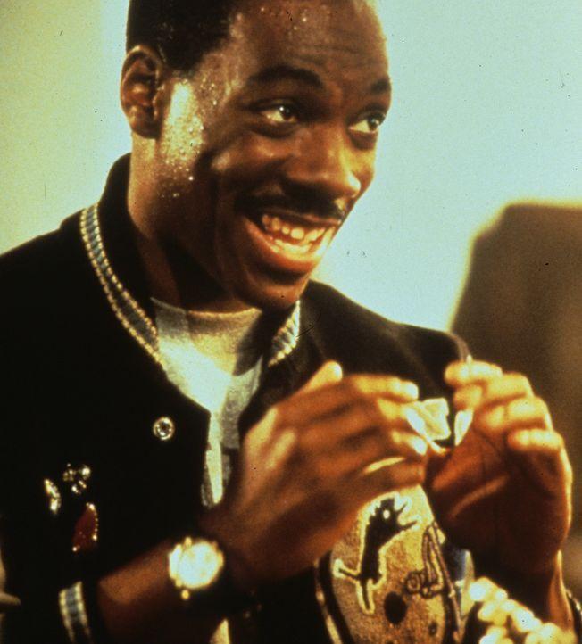 Detroit-Cop Axel Foley (Eddie Murphy) erhält einen Hilferuf von seinem Kumpel aus Beverly Hills. Gemeinsam ermitteln sie gegen den Waffenhändler D... - Bildquelle: Paramount Pictures