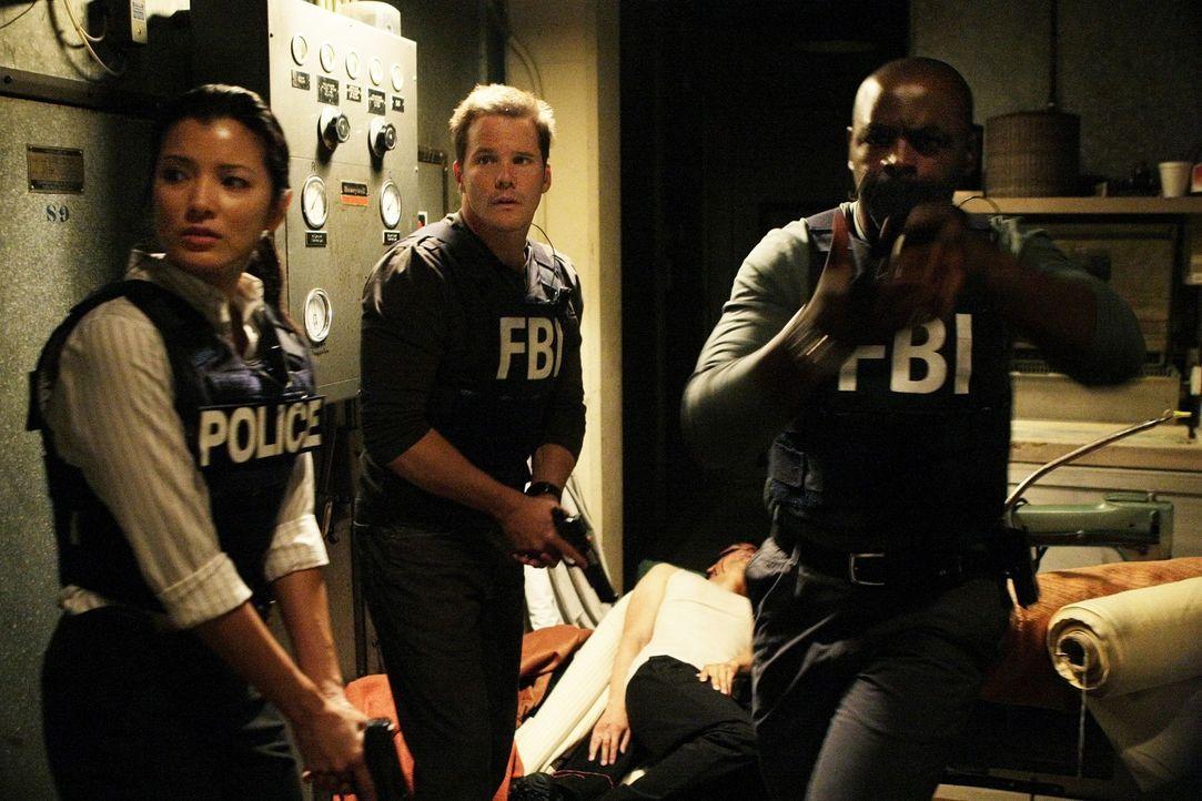 Gemeinsam versuchen sie einen neuen Fall aufzuklären: Alice Kim (Kelly Hu, l.), Colby Granger (Dylan Bruno, M.) und David Sinclair (Alimi Ballard,... - Bildquelle: Paramount Network Television