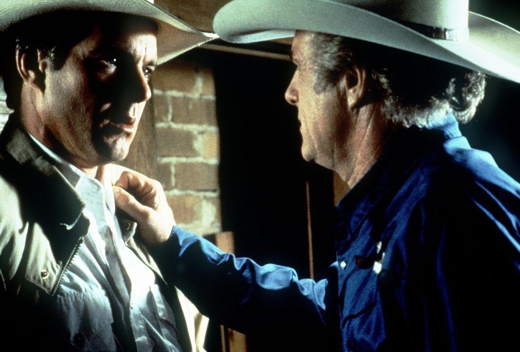 Arlis (Dennis Quaid, l.) trifft nach Jahren seinen kriminellen Vater Roy (James Caan, r.) wieder ... - Bildquelle: Paramount Pictures