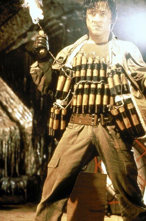 In gewohnter Manier gegen das Böse in der Welt: Jackie (Jackie Chan) .... - Bildquelle: Golden Harvest Company