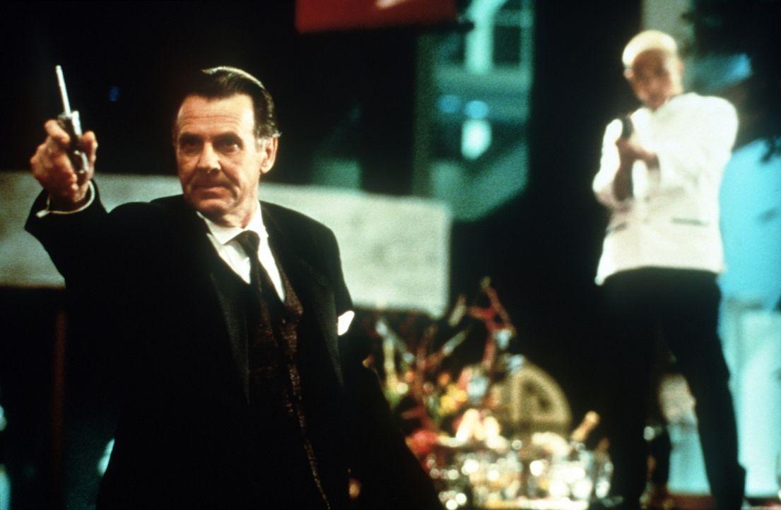 Der britische Diplomat Griffin (Tom Wilkinson) kann sich nur schwer von seinen chinesischen Kulturschätzen trennen ... - Bildquelle: New Line Cinema