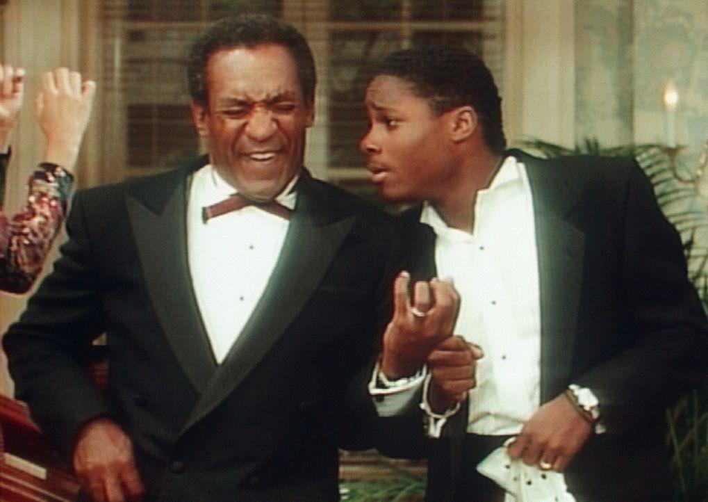 Als Ständchen zum Hochzeitstag der Großeltern bringen die Huxtables einen Song von James Brown. Auch Cliff (Bill Cosby, l.) und Theo (Malcolm-Jama... - Bildquelle: Viacom