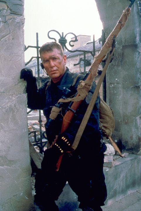 Vor Ort geht zunächst alles glatt, doch schon bald muss Beckett (Tom Berenger) erkennen, dass seine Auftraggeber ein doppeltes Spiel treiben ... - Bildquelle: Columbia Pictures Corporation