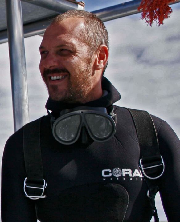 Mike Rutzen ist der weltweit bekannteste Hai-Taucher und hat über 100 Tauchgänge mit Weißen Haien gemacht ... - Bildquelle: Mike Rutzen MIKE RUTZEN