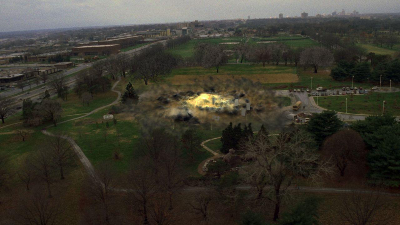 In St. Louis, Missouri, läuft ein atomares Routine-Experiment vollkommen aus dem Ruder. Dabei kommt es zu einer Serie von Erdbeben und es entwickel... - Bildquelle: 2005 EQUITY PICTURES MEDIENFONDS GmbH & Co. KG III.  ALL RIGHTS RESERVED.