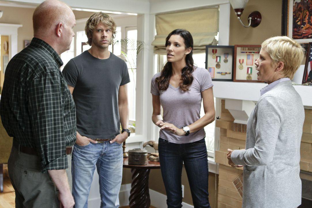 Gemeinsam mit Sam und Callen versuchen Kensi (Daniela Ruah, 2.v.r.) und Deeks (Eric Christian Olsen, 2.v.l.), einen neuen Fall aufzuklären ... - Bildquelle: CBS Studios Inc. All Rights Reserved.