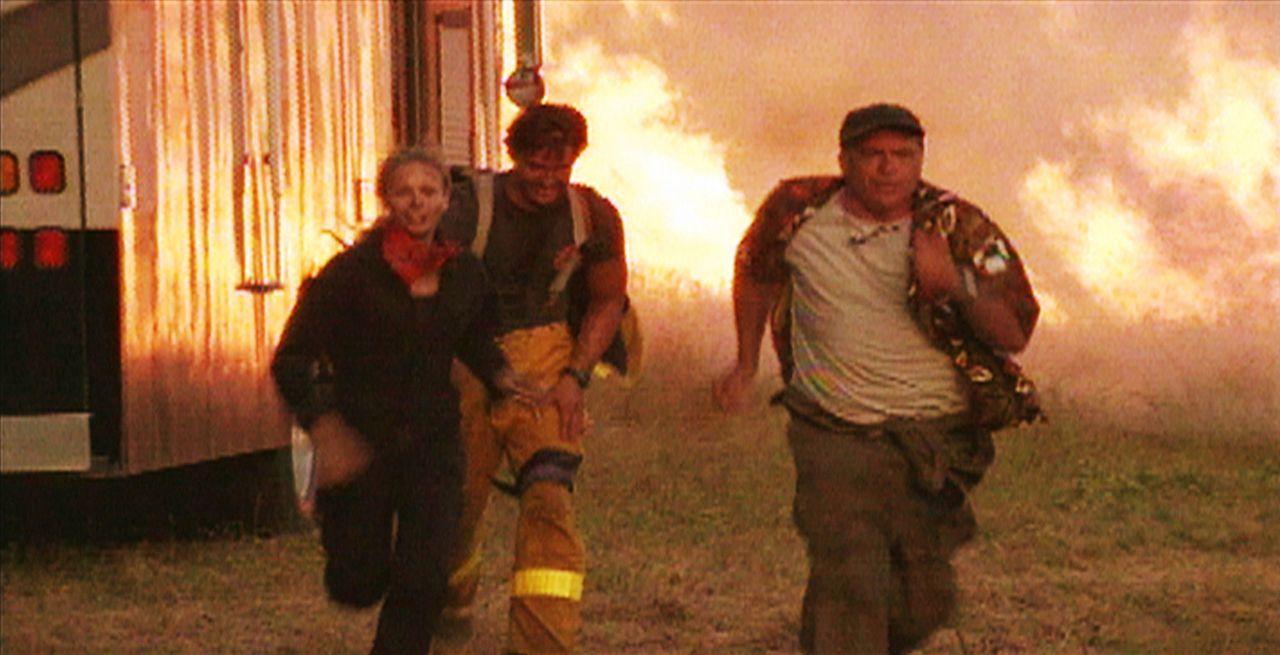 Auf der Flucht vor den alles verschlingenden Flammen ... - Bildquelle: New Concorde